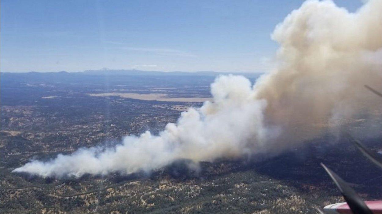 Se desata un incendio forestal de 600 acres provocando evacuación de 4.000 residentes en California