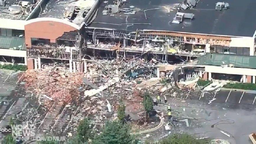 IMÁGENES VIDEOS: Pánico en EEUU por explosión de gas que destruyo parte de un Centro Comercial