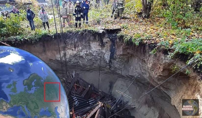 Sumidero enorme en Rusia se traga una casa