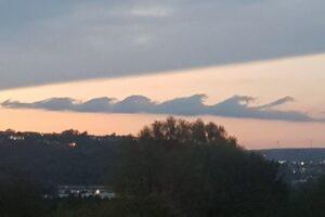 rara nube en Swansea, Reino Unido 2