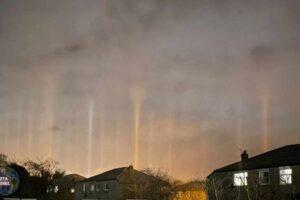 Una ciudad de Reino Unido es invadido por extraños pilares de Luz