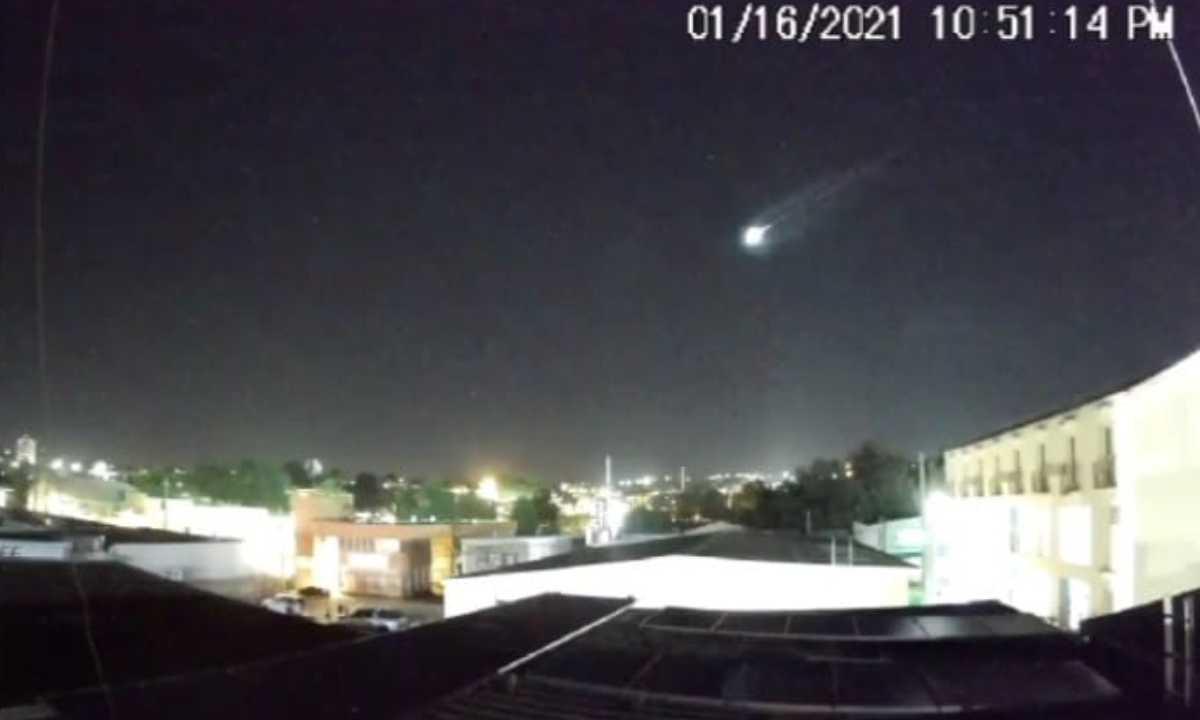 Varios meteoritos caen y explotan en Puerto Rico