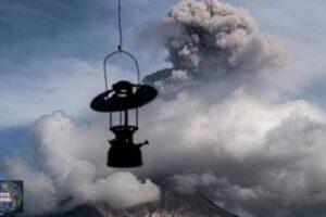 El volcán indonesio Sinabung entró en erupción