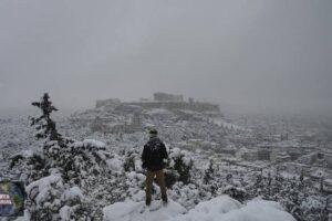 Grecia golpeada por la peor tormenta de nieve en más de una década