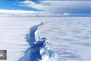 Iceberg aproximadamente del tamaño de Los Ángeles se desprende de la Antártida