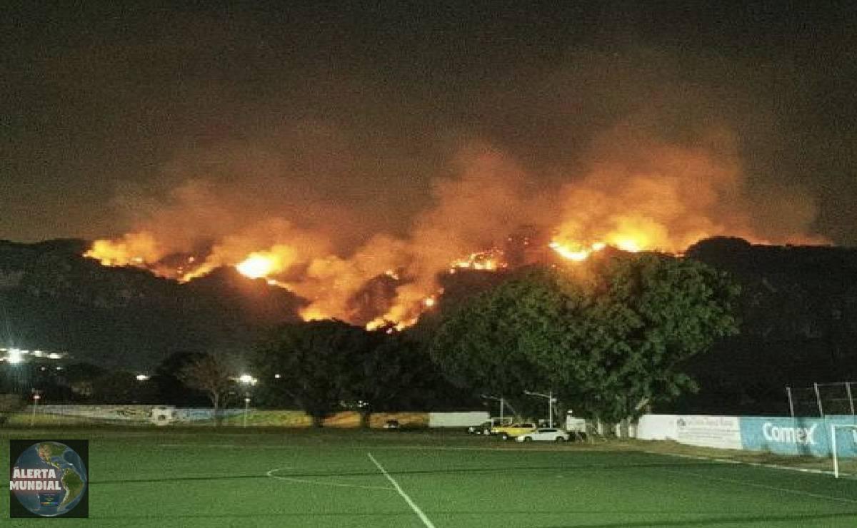 Incendio sigue consumiendo bosque de Tepoztlán en México