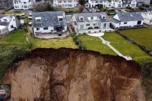 La Tierra se abre y varias viviendas quedan al borde del abismo en Reino Unido