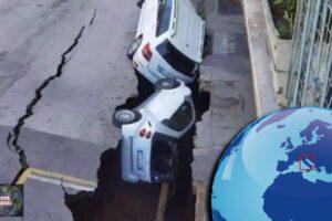 Se abre la Tierra Un sumidero gigante se traga autos en Roma (VIDEO)